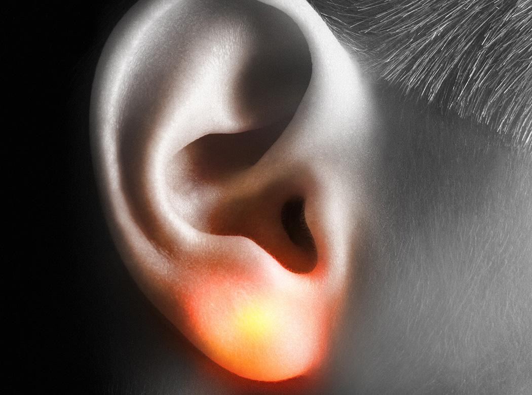 隐藏在耳朵后的LED耳钉设计